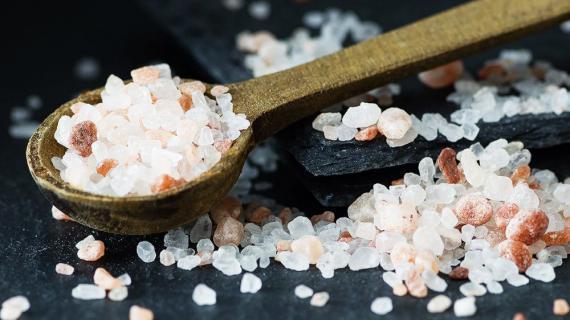 أملاح البحر الميت المعدنية وفوائدها الوافرة